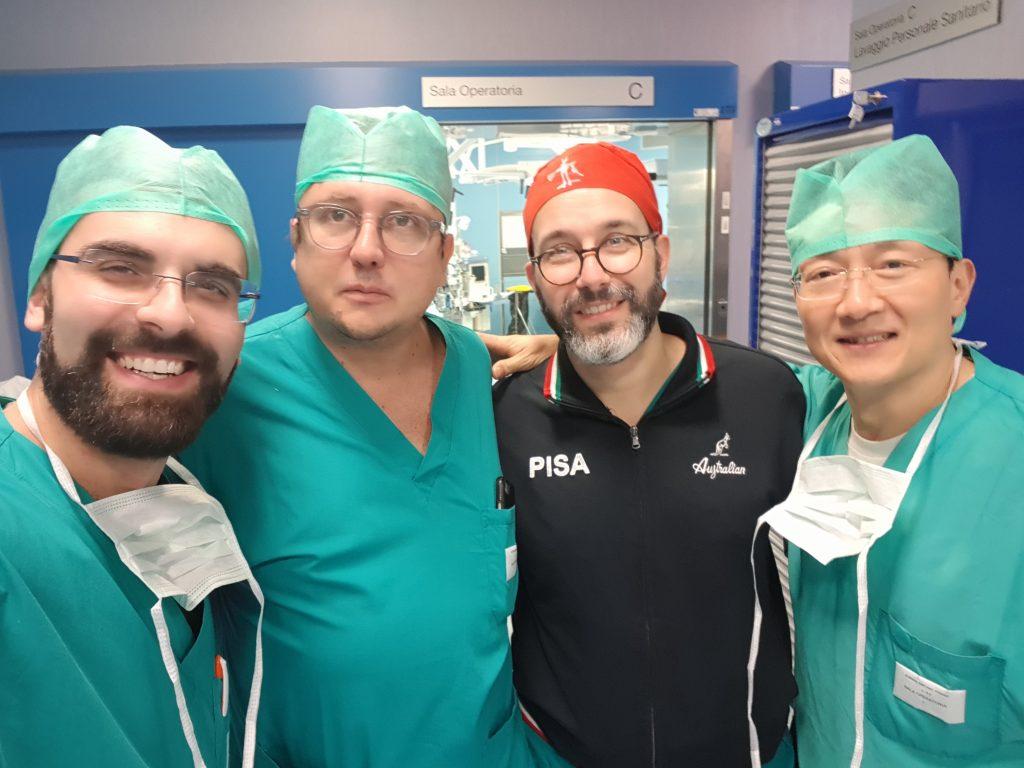 Dr. Sturiale, Dr. Sileri, Prof. Simoncini e Dr. Dong-Lin dopo la chirurgia in diretta
